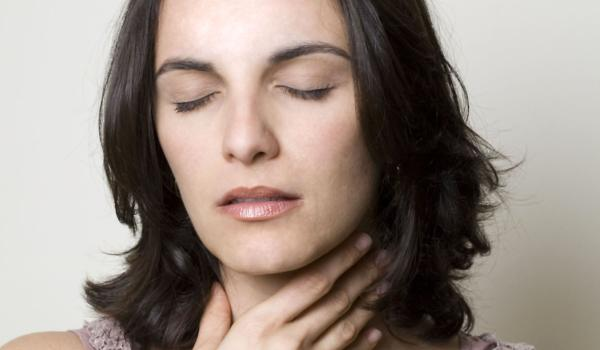 Promuklost i bol u grlu kod prehlade - uzroci, terapija, suv kašalj, alternativna medicina