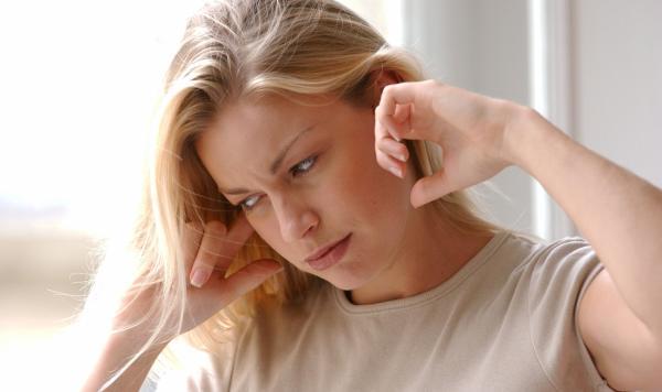 Zujanje u ušima - simptomi povrede bubne opne, vrtoglavica, zujanje u uhu, začepljenje uha